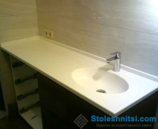 Прямая столешница для ванной с интегрированной мойкой