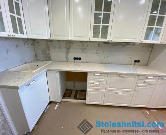 Столешница из искусственного камня: практичный, надежный и незаменимый элемент вашей кухни