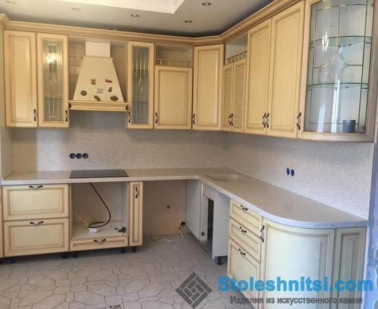 Практичная столешница как неотъемлемый элемент кухонного помещения