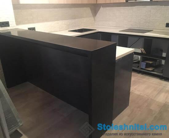 Столешница в классическом интерьере кухонного помещения