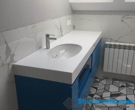 Столешница и раковина в ванной комнате