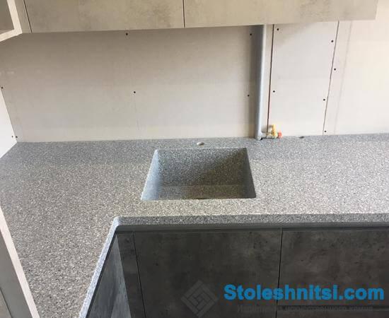 Столешница из искусственного камня как практичный элемент кухни