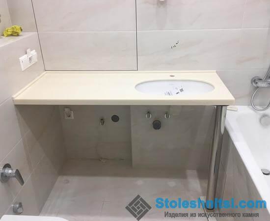 Кремовая столешница с вырезом под раковину в ванную