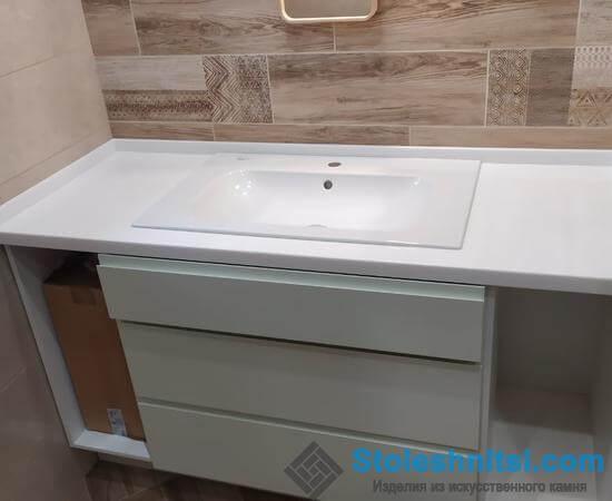 Белая столешница в ванную: роскошная классика в современном исполнении