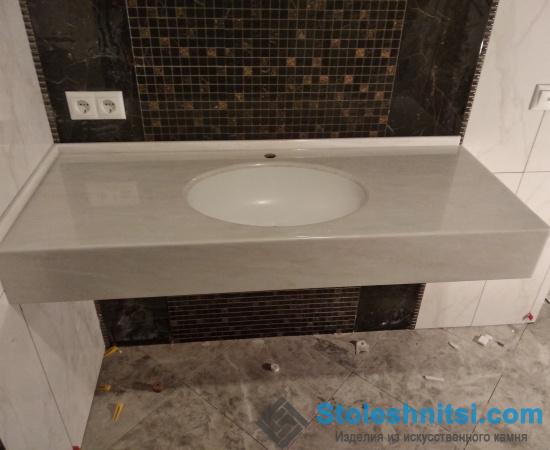 Столешница серого цвета для ванной комнаты